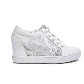 Guess sneaker bianca in pizzo con zeppa interna in modello FLFIN1 LAC12