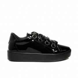 Guess sneaker bassa modello lucido con lacci in raso colore nero per donne articolo FLURN1 ELE12 BLACK