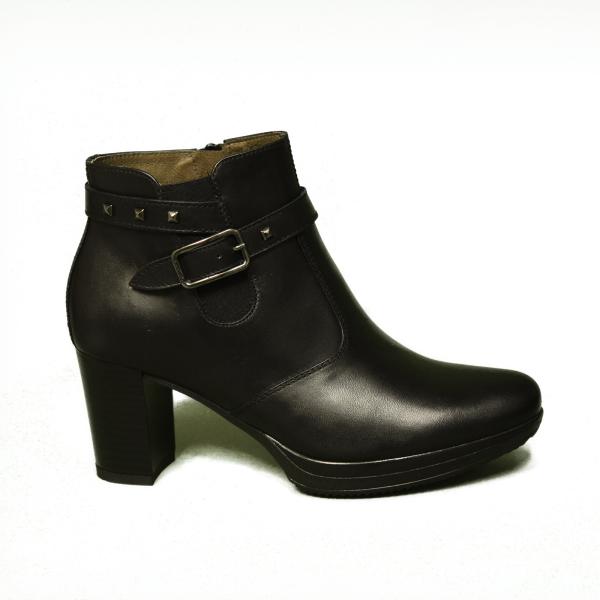 Nero Giardini tronchetto woman in leather black color article A9 08701 D 100